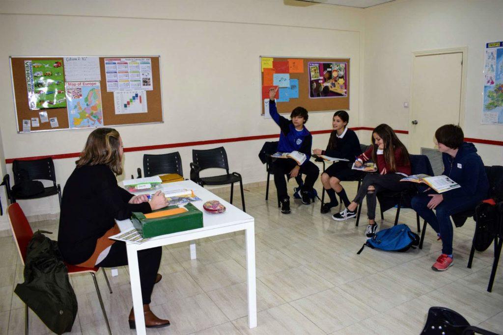 clases de inglés para jóvenes de 13 a 15 años foto