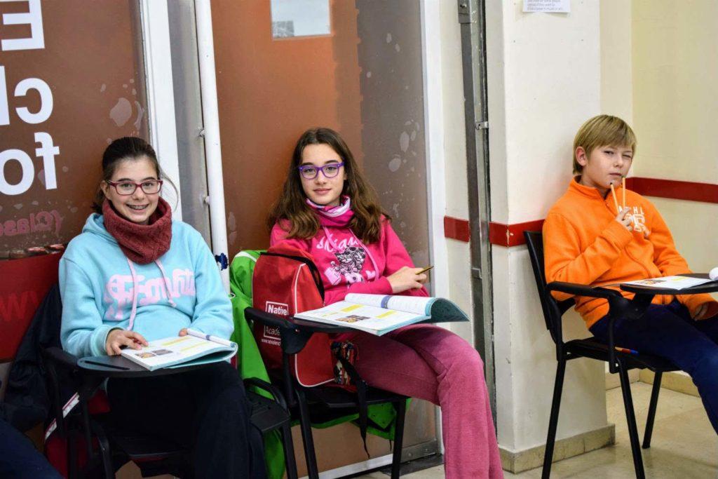 clases de inglés para jóvenes de 11 a 12 años foto