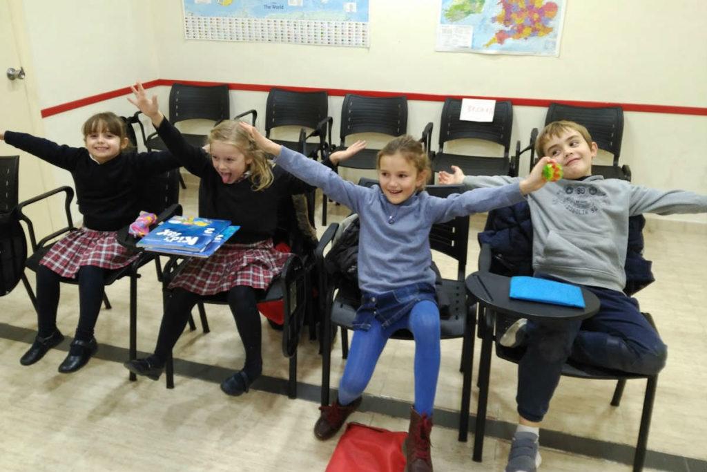 clases de inglés para niños de 7 a 8 años foto