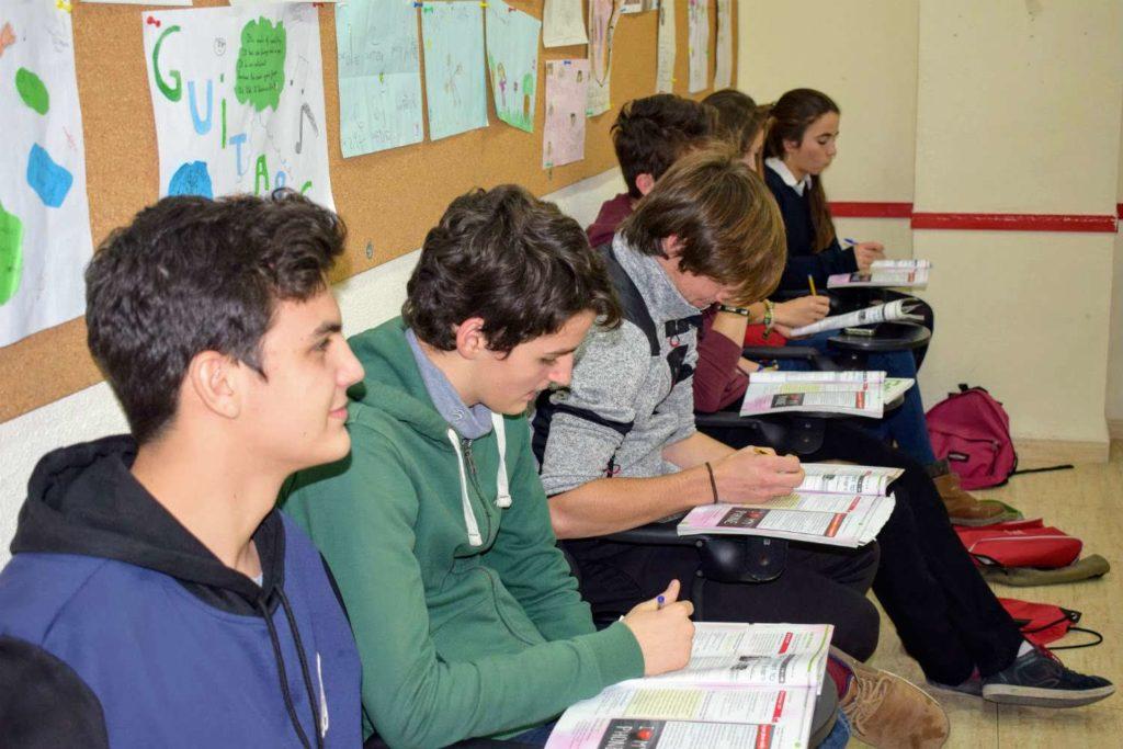 clases de inglés para jóvenes nivel B2 foto