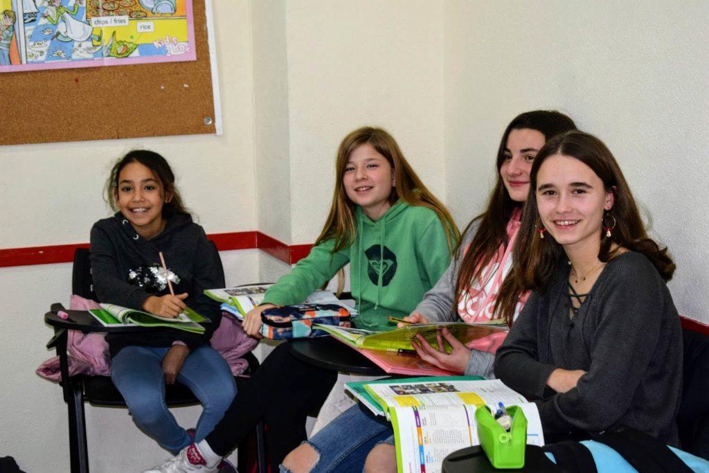 clases de inglés para jóvenes de 12 a 13 años foto